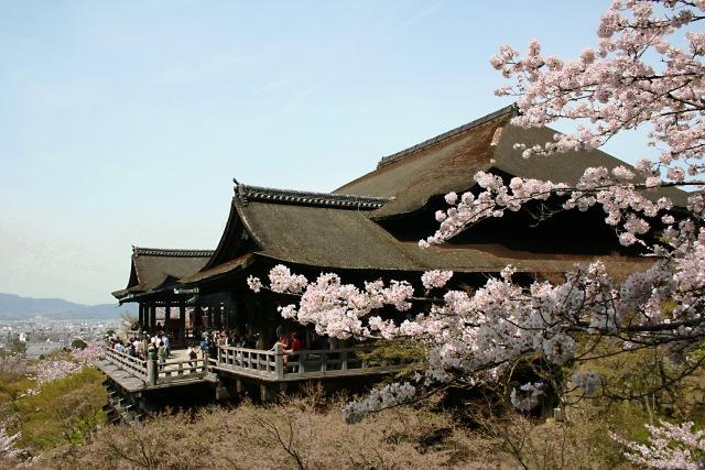 """【5위】무대 위에서의 교토의 절경을 바라 볼 수 있는 """"키요미즈데라(清水寺)"""""""