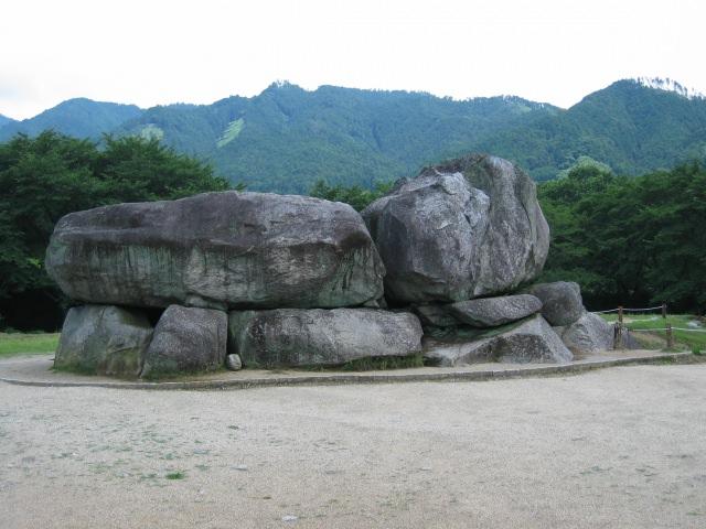 """2. 1000년 이상의 역사를 가진 무덤 """"이시부타이코분(石舞台古墳)"""""""