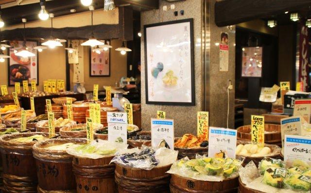 걸어다니며 먹는 재미가 쏠쏠한 니시키 시장!