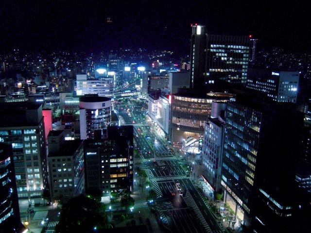 1. 무료로 야경을 볼 수 있는 스폿 '고베 시청 1호관 24층 전망 로비'