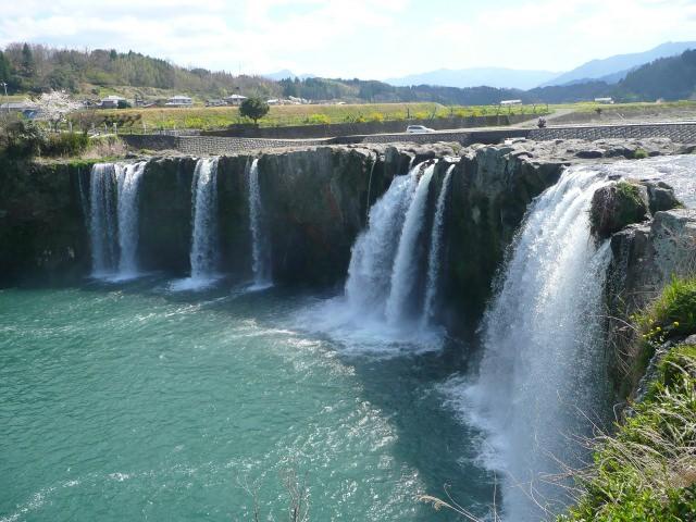 5. 그야말로 나이아가라! 오이타현이 자랑하는 관광명소 '하라지리의 폭포'